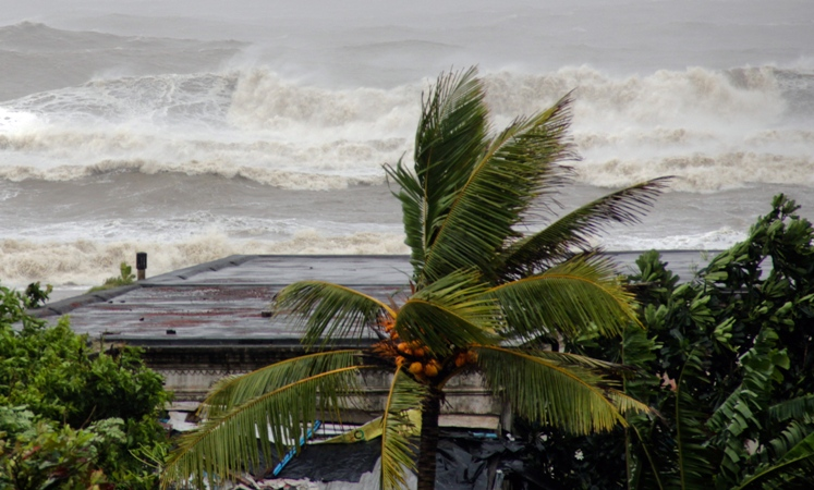Deadly Cyclone Mora hits Bangladesh in Pictures