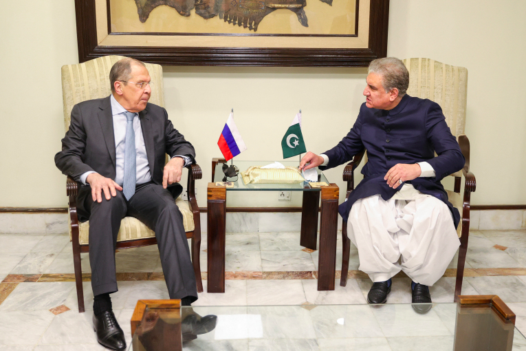 Why is Pakistan strengthening ties with Russia?